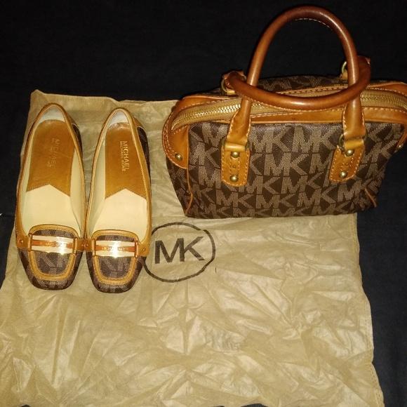 Michael Kors Handbags - Woman Authentic Michael kor purse